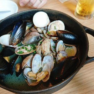 ブルーオーシャングリル 貝の白ワイン蒸し