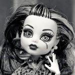 ゴシックメイクの人形