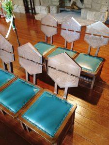 ライトデザインの椅子