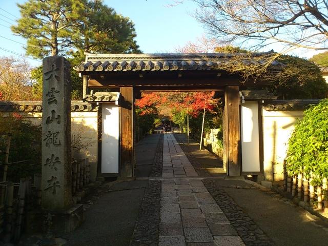 龍安寺庫裏への道