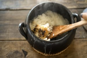 土鍋で炊いたご飯のおこげ