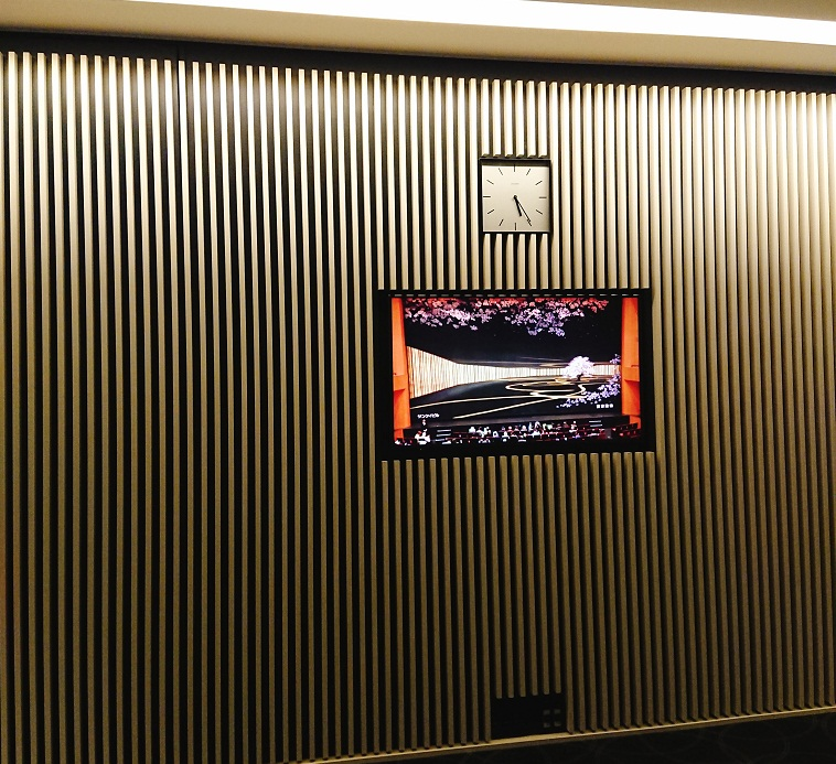 ブリリアホール壁