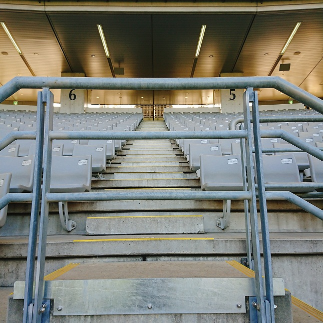 スタジアムの階段