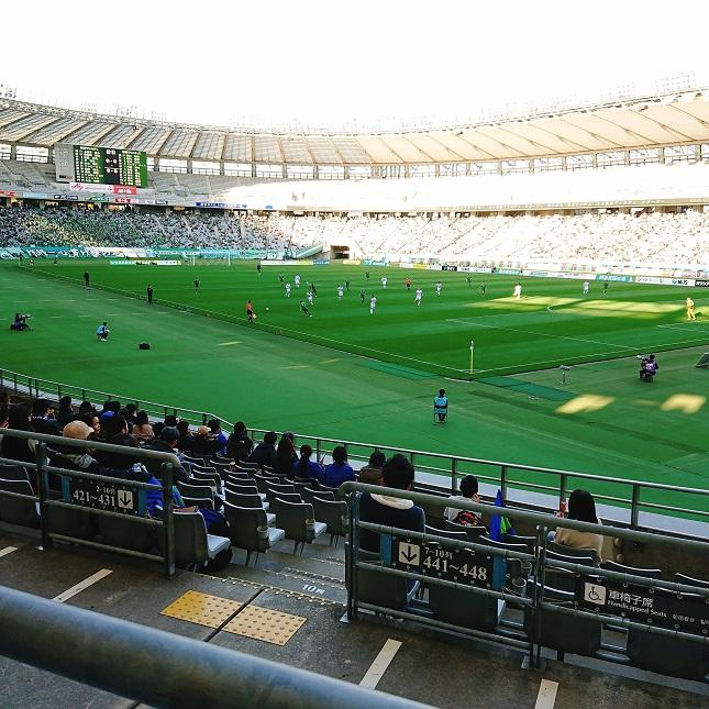 味の素スタジアムで東京ヴェルディと徳島ヴォルティスのサッカー試合