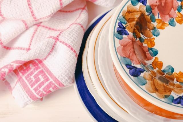 食器用布巾で拭いたお皿とその布巾